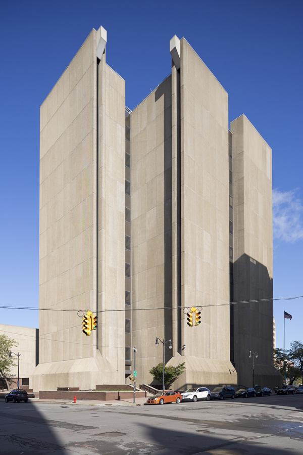 Бруталистское здание