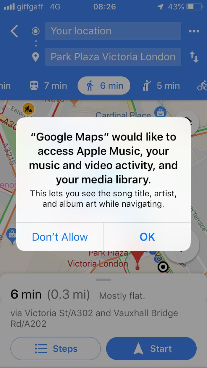 iOS中谷歌地图的许可请求图像。用户选择了目的地并将开始导航后,将显示权限消息。许可请求是:谷歌地图想要访问苹果音乐,你的音乐和视频活动,以及你的媒体库。