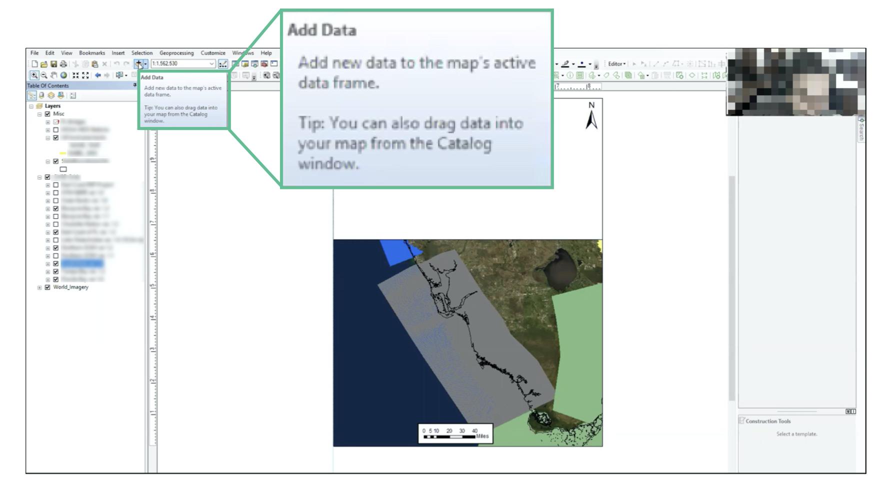 снимок экрана настольного приложения со всплывающей подсказкой: Добавить данные.  Добавьте новые данные в активный фрейм данных карты.  Совет: Вы также можете перетащить данные на карту из окна Каталога.